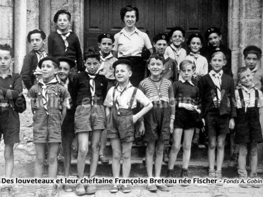 Des louveteaux et leur cheftaine Françoise Breteau née Fischer