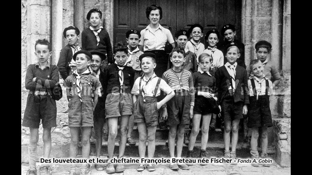 Des louveteaux et leur cheftaine Françoise Breteau, née Fischer