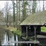 La rivière Ecole et un lavoir à Dannemois