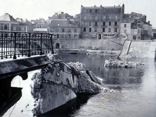 Pont de Corbeil detruit en 1944